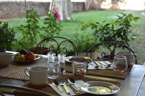 table petit déjeuner sous le auvent